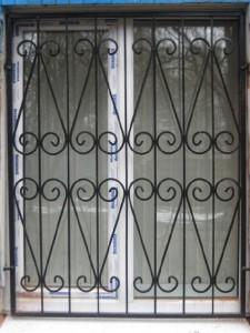 1-reshetki-na-okna-i-dveri-po-nizkim-tsenam-kiev-i